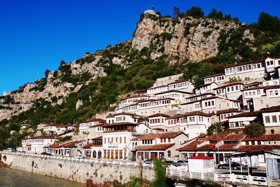 AlbanieBerat-900x600